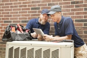 two-techs-working-on-ac